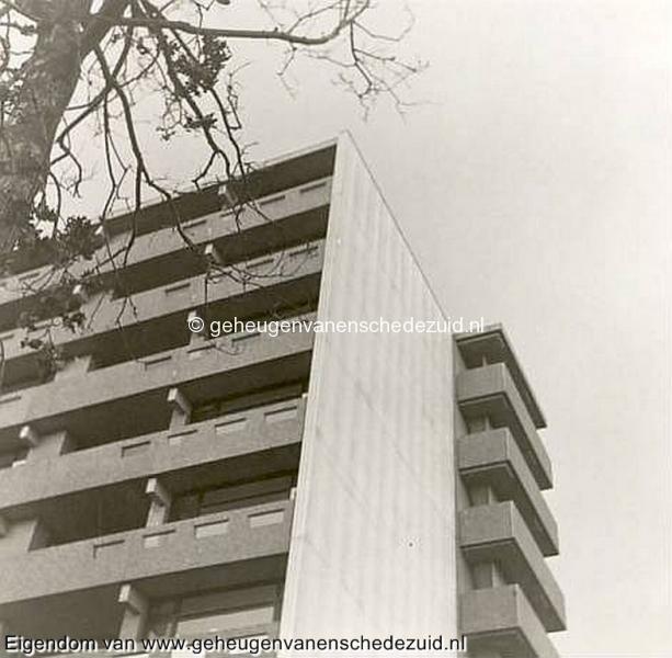 1968, Wesselerbrink, flats het Leunenberg t.o. medisch centrum(oud), bron Hans Tietjens.JPG