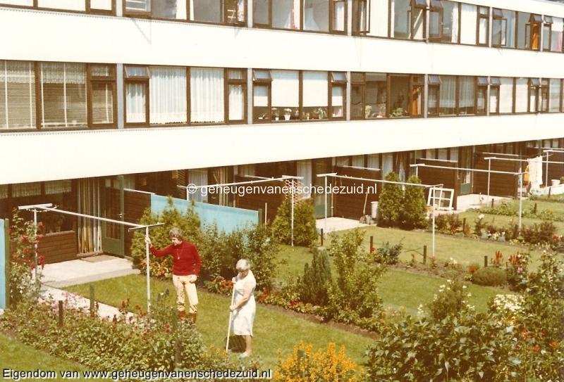 1969, Pollenbrink, tuin nr. 117, Bob Heller en Agnes Heller Weijand, 07-06-1969, bron Bob Heller.jpg
