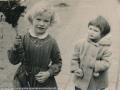 1958, Palmpasen Veronica Swaters en Mevr Dake-Wientjes, bron mevr Kolkman.jpg