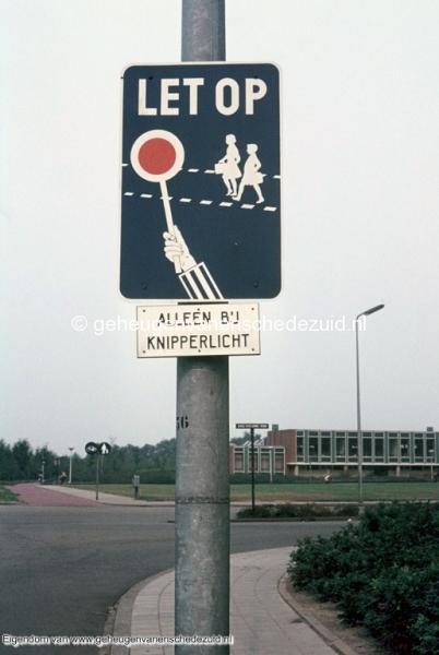 1970-1980 Broekheurnerring met zicht op Mauritsschool bron mw. Assink-heys.jpg