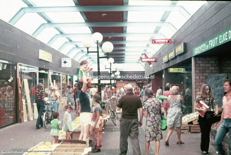1970-1980 Winkelcentrum Zuid bron mw.Assink-Heys (2).jpg