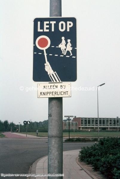 1970-1980_Broekheurnerring_met_zicht_op_Mauritsschool_bron_mw._Assink-heys.jpg