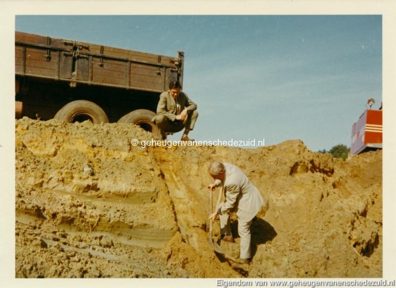 1972 aanleg vijver Buurserstraat bron K Koster (10008) (small).jpg