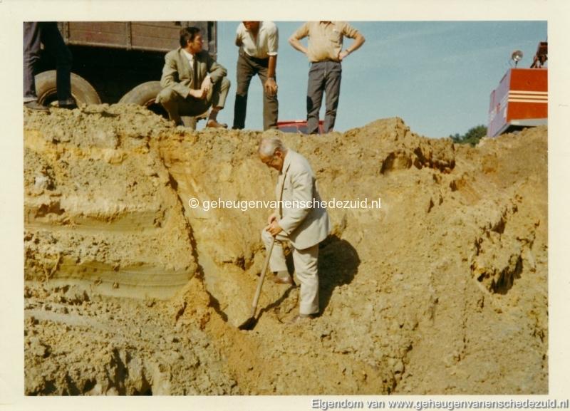 1972 aanleg vijver Buurserstraat bron K Koster (10009) (small).jpg
