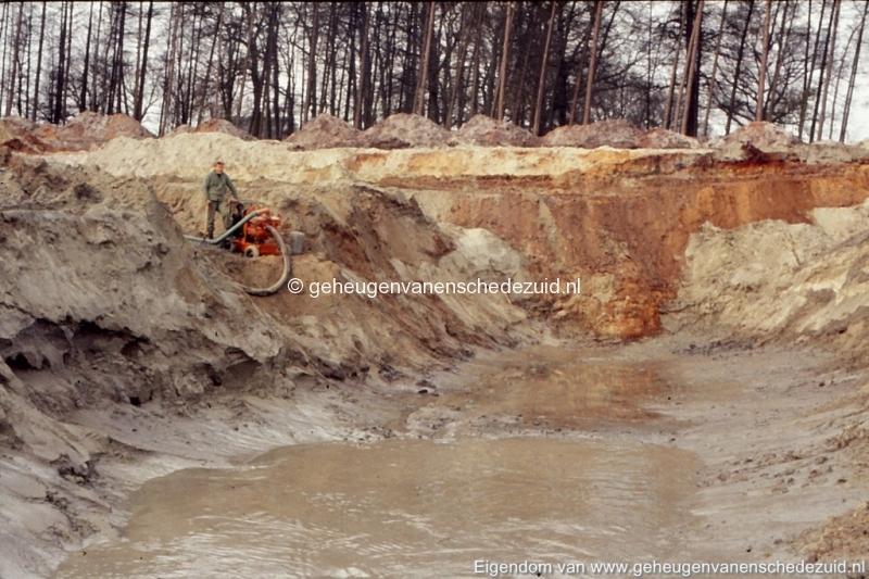 1972 aanleg vijver Buurserstraat bron K Koster (10026) (small).jpg