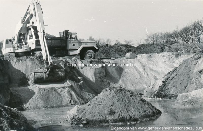 1972 aanleg vijver Buurserstraat bron K Koster (10031) (small).jpg