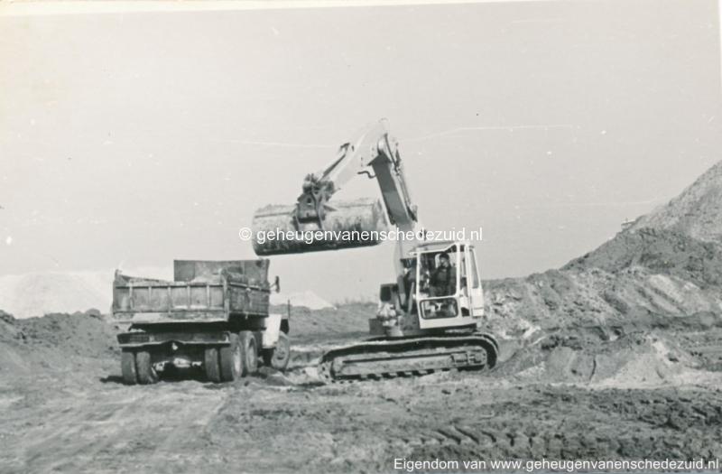 1972 aanleg vijver Buurserstraat bron K Koster (10032) (small).jpg