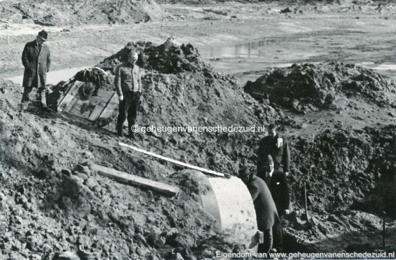 1972 aanleg vijver Buurserstraat bron K Koster (10033) (small).jpg
