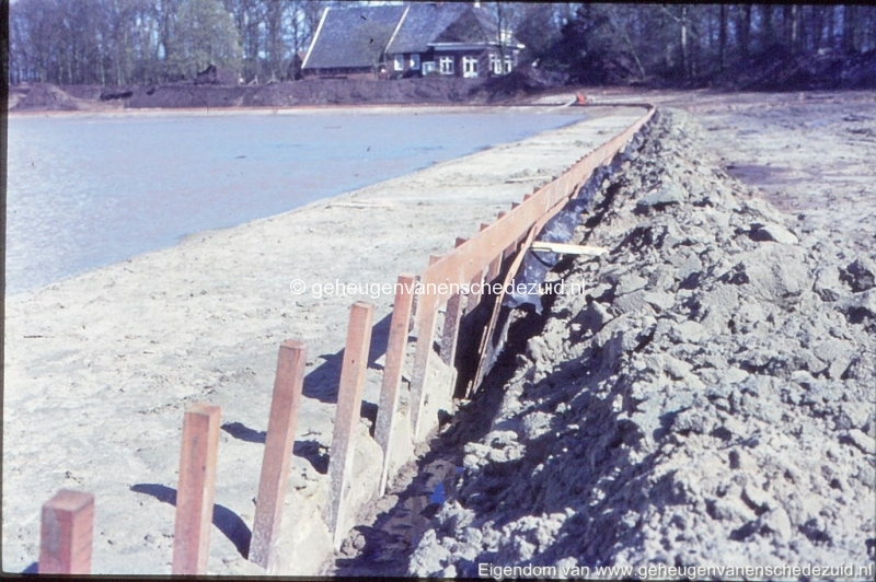 1972 aanleg vijver Buurserstraat bron K Koster (10056) (small).jpg