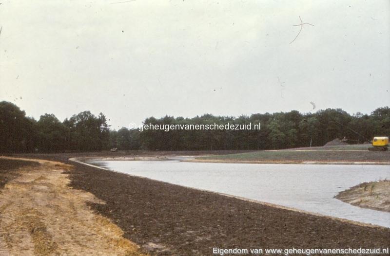 1972 aanleg vijver Buurserstraat bron K Koster (10073) (small).jpg