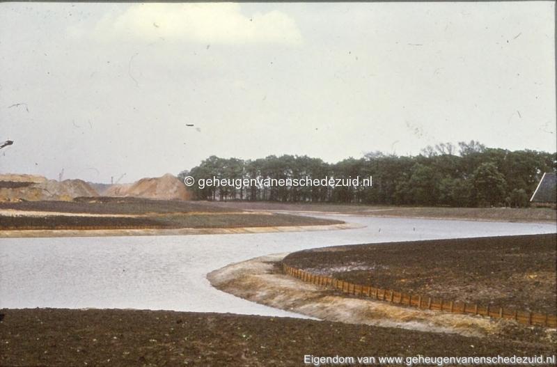 1972 aanleg vijver Buurserstraat bron K Koster (10074) (small).jpg