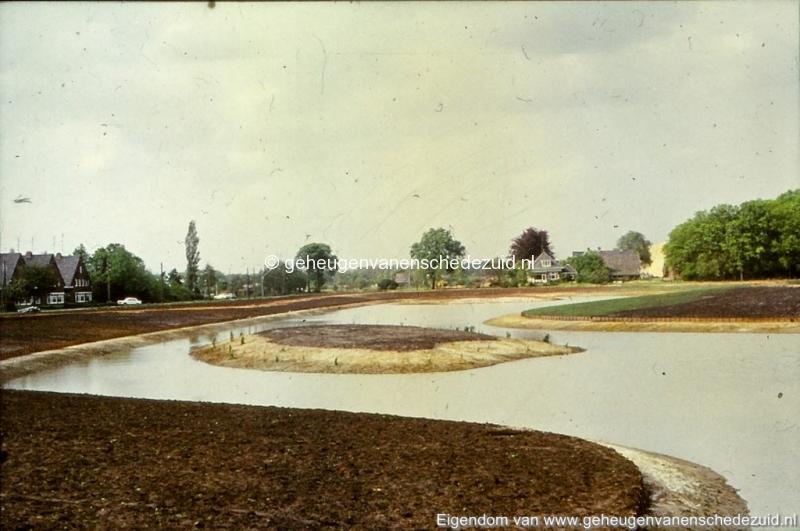 1972 aanleg vijver Buurserstraat bron K Koster (10077) (small).jpg