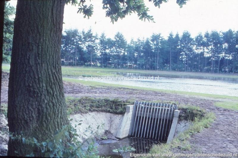 1972 aanleg vijver Buurserstraat bron K Koster (10081) (small).jpg