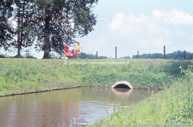 1972 aanleg vijver Buurserstraat bron K Koster (10082) (small).jpg