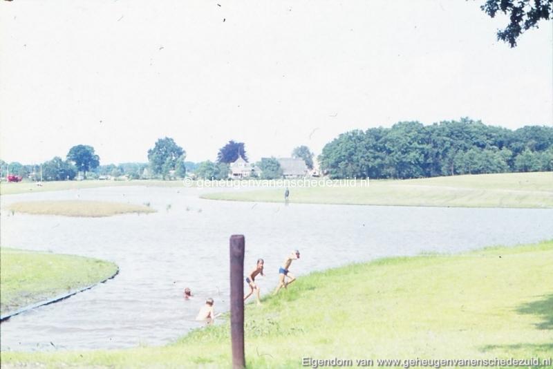 1972 aanleg vijver Buurserstraat bron K Koster (10084) (small).jpg