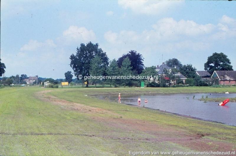 1972 aanleg vijver Buurserstraat bron K Koster (10085) (small).jpg