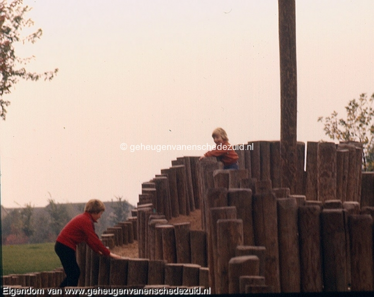 1975+- , Speeltoestel wesselerbrinkpark brinkpark, bron Gerben de Jong  (1).jpg