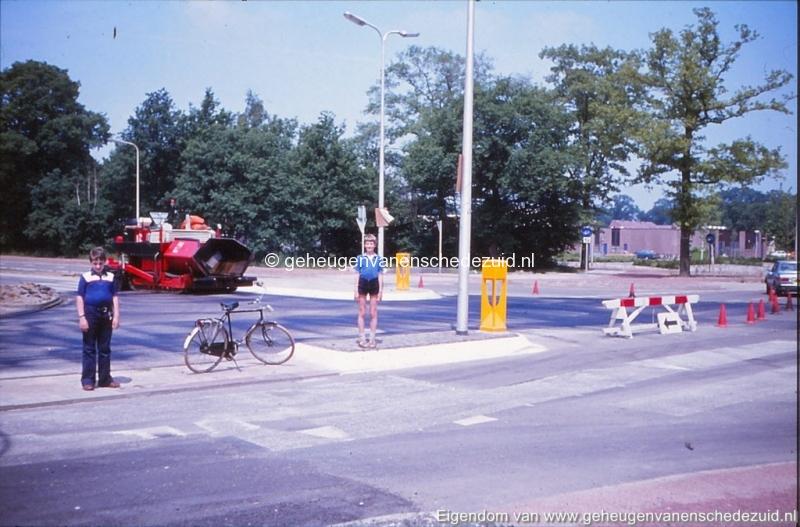 1975 hoek Broekheurnerring- Knalhutteweg bron K. Koster (3) (small).jpg