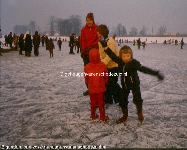 1978-1979, Schaatsen vijver Wesselerbrinkpark, bron Gerben de Jong (1).jpg