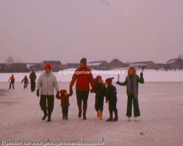 1978-1979, Schaatsen vijver Wesselerbrinkpark, bron Gerben de Jong (2).jpg