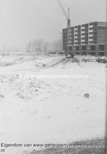 1979, Pollenbrink, zicht op latere Rhaanbrink en bouw Broekheurneborch vanaf Pollenbrink 117, 03-01-1979, bron Bob Heller.jpg