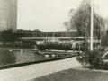 1977-vijver bejaardentehuis Broekheurnestede voorheen Eigen Haard(oud)Broekheurnerrondweg -Wesselerbrinklaan bron Hans Tietjens.jpg
