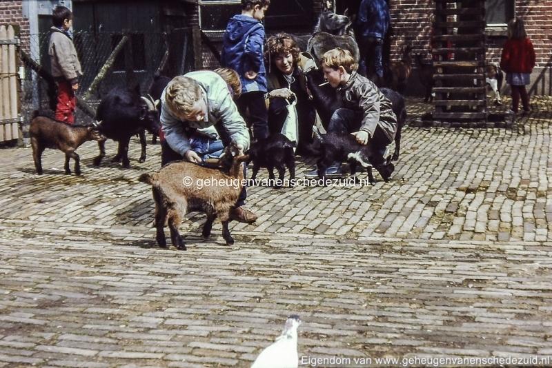 1980-1985 kinderboerderij Wesselerbrink bron H.J. Wolf (3) (small).jpg