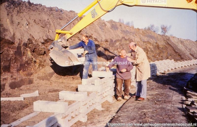 1980 Aanleg geluidwal Broekheurnerring bron K. Koster (15) (small).jpg