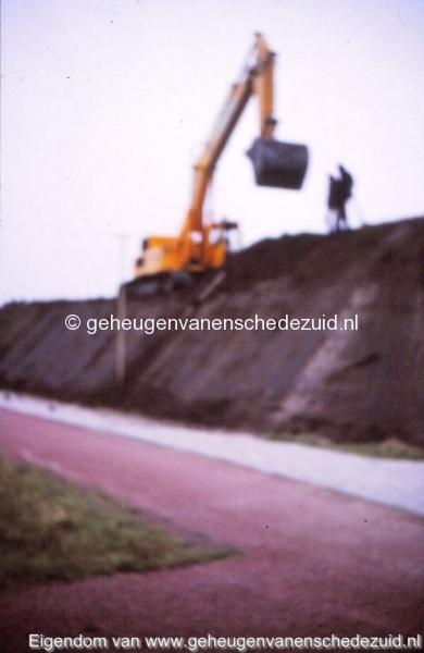 1980 Aanleg geluidwal Broekheurnerring bron K. Koster (16) (small).jpg