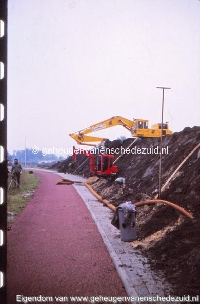 1980 Aanleg geluidwal Broekheurnerring bron K. Koster (19) (small).jpg