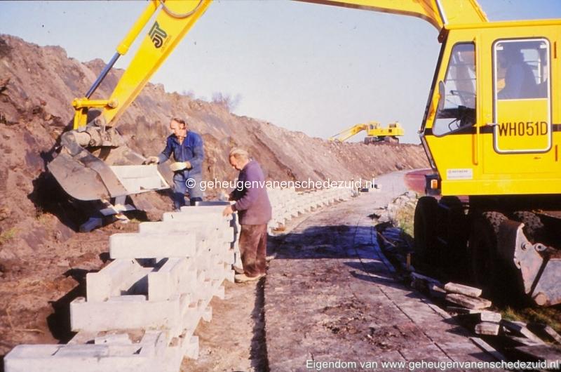 1980 Aanleg geluidwal Broekheurnerring bron K. Koster (9) (small).jpg