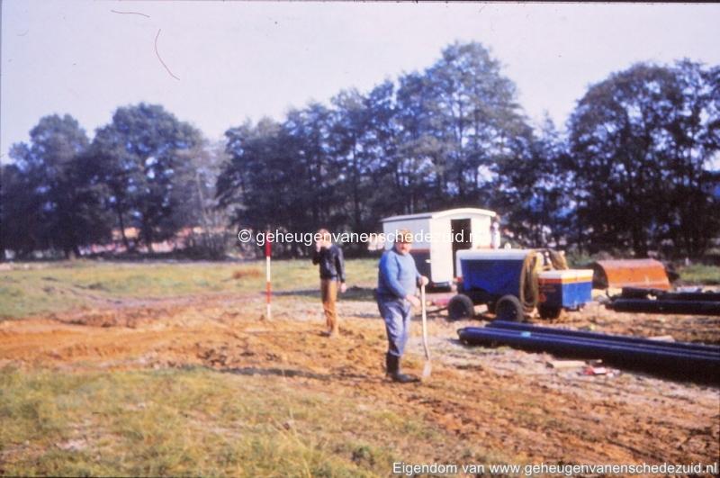 1981 Aanleg stadsverwarming Helmerhoek bron K. Koster (5) (small).jpg