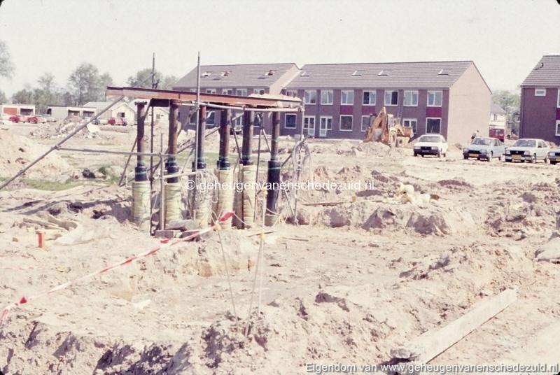 1981 Aanleg stadsverwarming Helmerhoek bron K. Koster (8) (small).jpg
