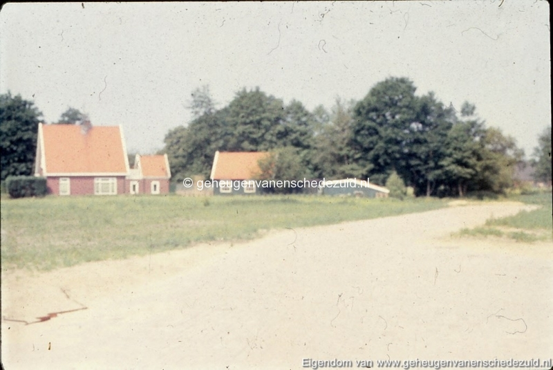1982 Enkele oude huizen Helmerhoek bron K. Koster (2) (small).jpg