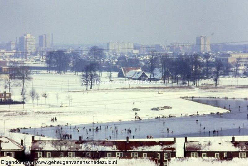 1985 Zicht vanaf flat Vlierstraat - Wesselerbrinklaan 1 fotograaf Henk ter Brugge bron Hans Tietjens (2).jpg