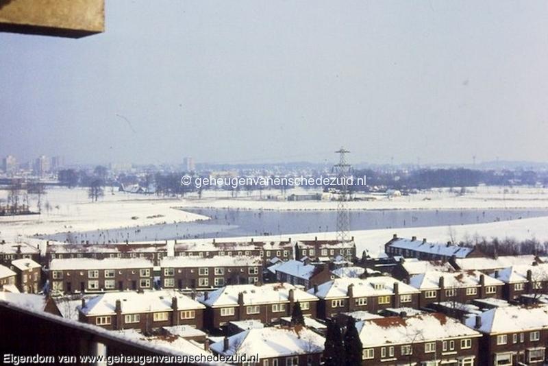 1985 Zicht vanaf flat Vlierstraat - Wesselerbrinklaan 1 fotograaf Henk ter Brugge bron Hans Tietjens (3).jpg