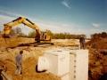 1983 Helmerhoek bouw overloopput tussen vijver en Usselerstroom bron K. Koster (14) (small).jpg