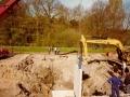 1983 Helmerhoek bouw overloopput tussen vijver en Usselerstroom bron K. Koster (9) (small).jpg