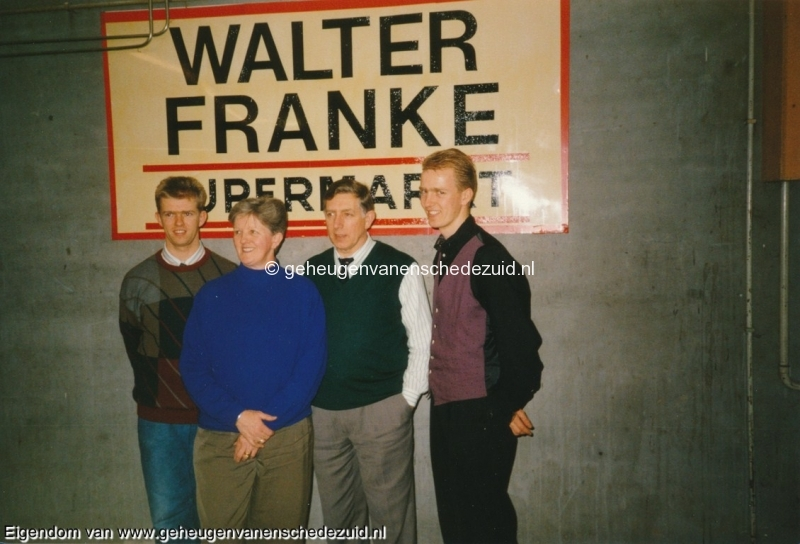 1990, afscheid v.d winkel en overname door fam brust, bron w.f. franke (2).jpg