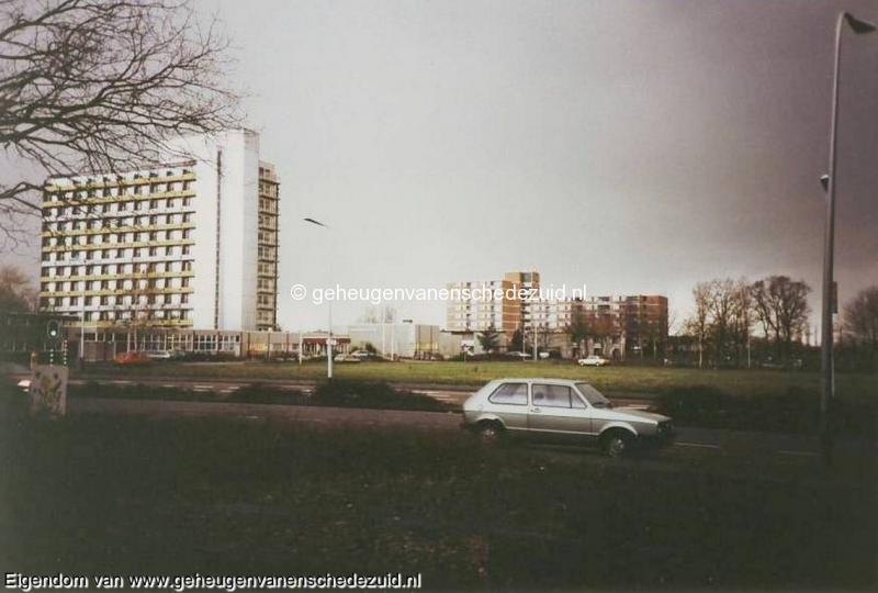 1991 jan.-Eigen Haard en Broekheurnerborch vanaf de van Veenlaan  bron Hans Tietjens.JPG