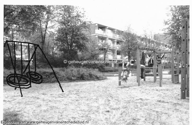 1992 Speeltuin Oosterveld bron wijkraad Wesselerbrink.jpg