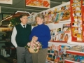 1990, afscheid v.d winkel en overname door fam brust, bron w.f. franke (1).jpg